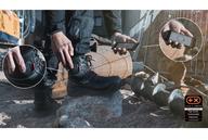 Sicherheitsstiefel Johnny von Elten wärmt Handwerker-Füße